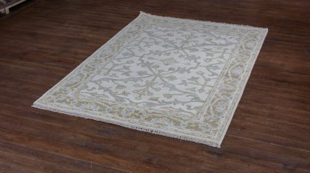 Hand-Knotted Indo Ushak Rug From India
