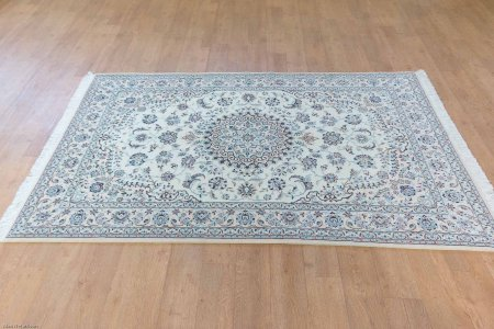 Hand Knotted Nain Rug From Iran (Persian)