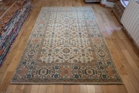 Hand-Knotted Fine Serapi Rug From India